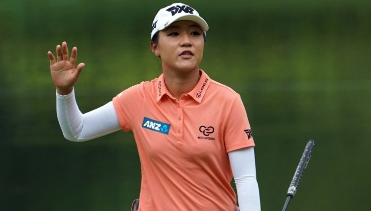 Feng takes narrow lead into weekend