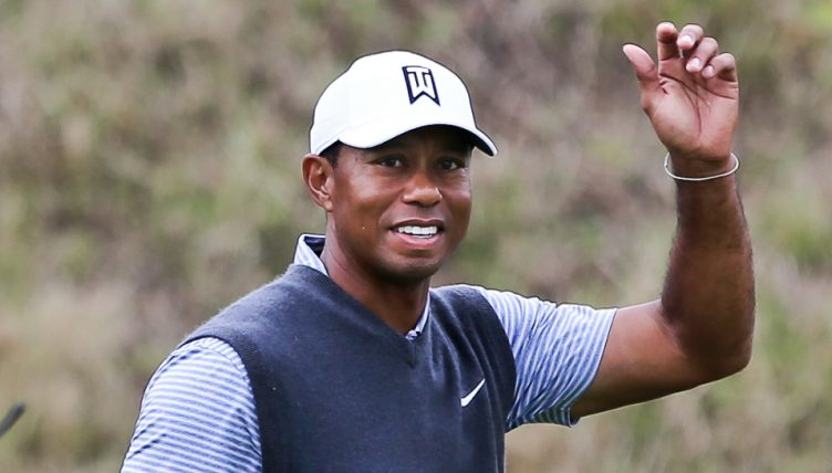 Tiger Woods salutes crowd