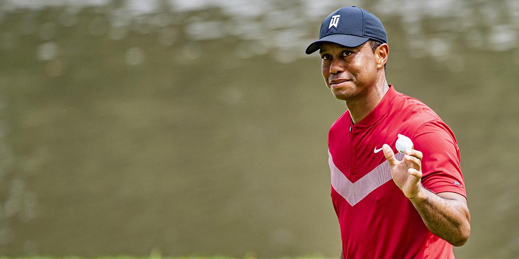 Tiger Woods salutes crowd at Medinah